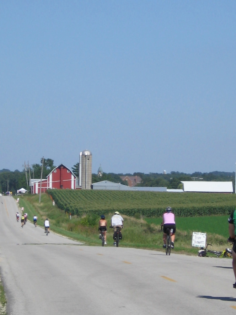 Cyclists on the RAGBRAI Route