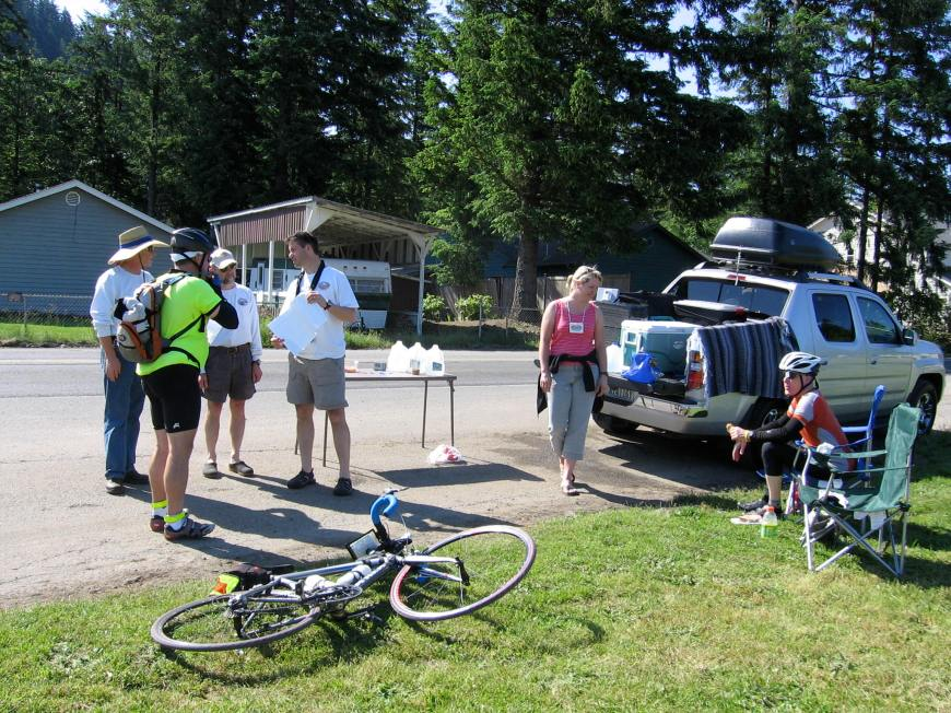 Volunteers on the 2006 Cascade 1200K
