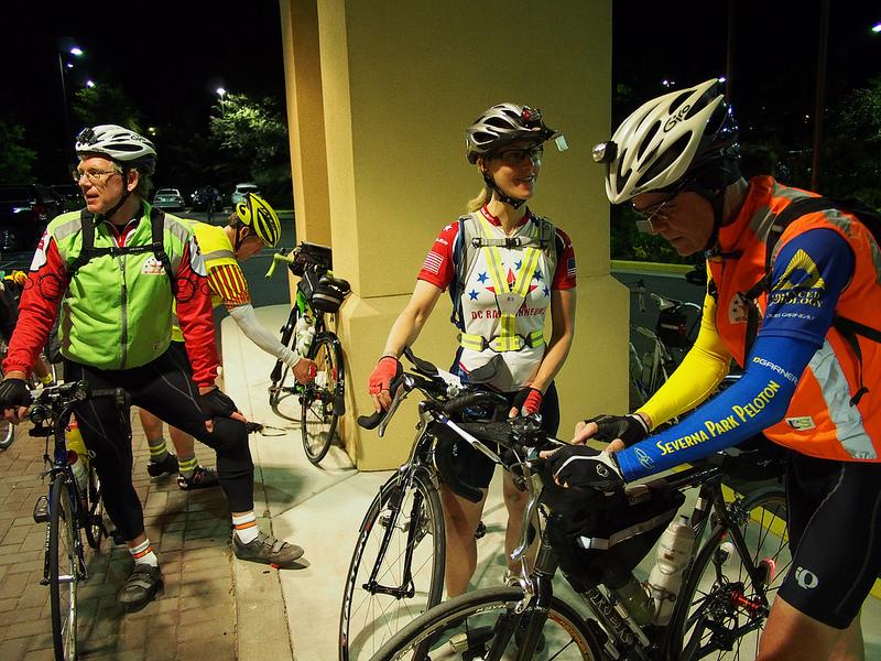 Riders at the 400K Brevet Start (Photo by Felkerino)