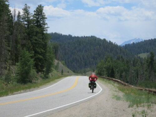 Bike tourist descends Ute Pass