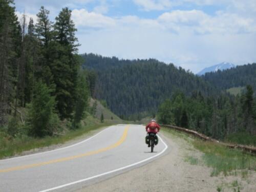 Bike tourist descends Ute Pass