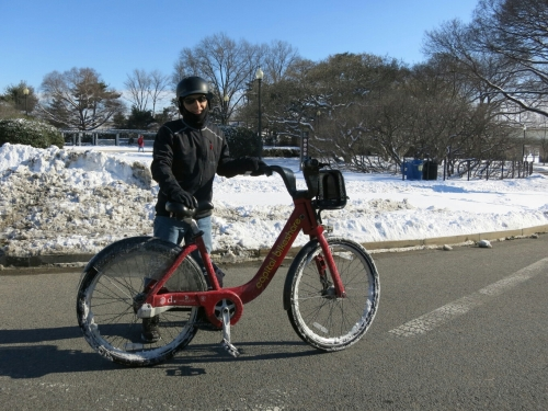 @MrTinDC on the CaBi during a snow day